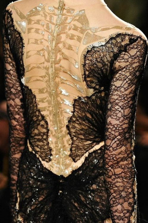 wink-smile-pout:  Marchesa Fall 2012