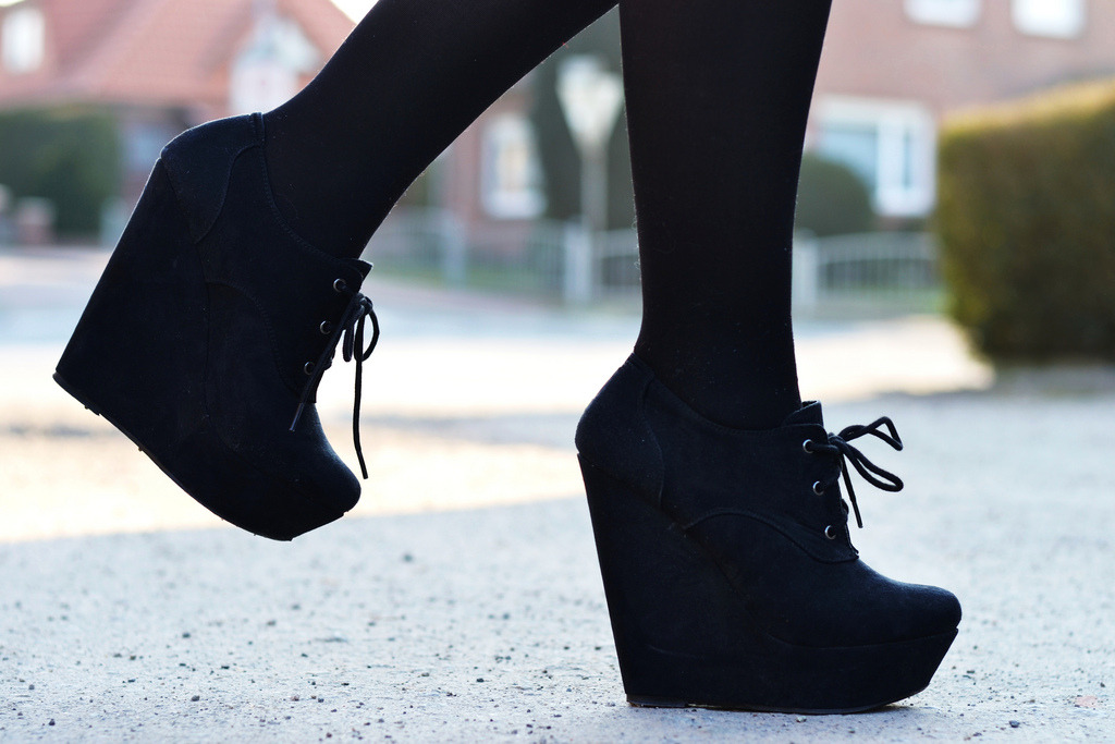 forever-and-alwayss:  I haven't worn my wedges in awhile, :c