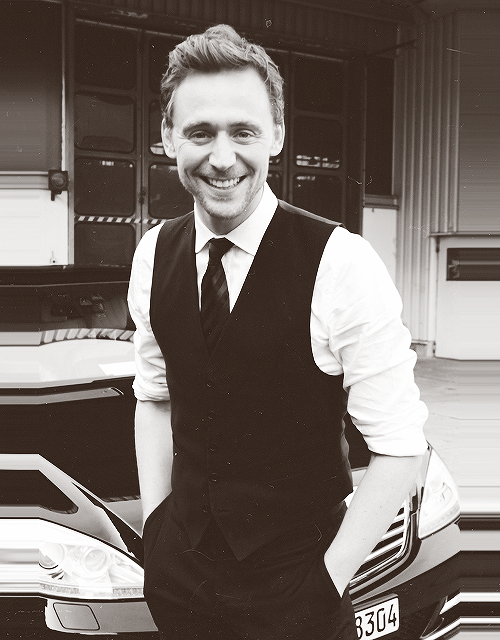 47/50 - The Avengers Cast | Tom Hiddleston.