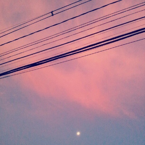 red #sky #Moon rising at #PortoAlegre #IGersPOA  (Publicado com o Instagram)