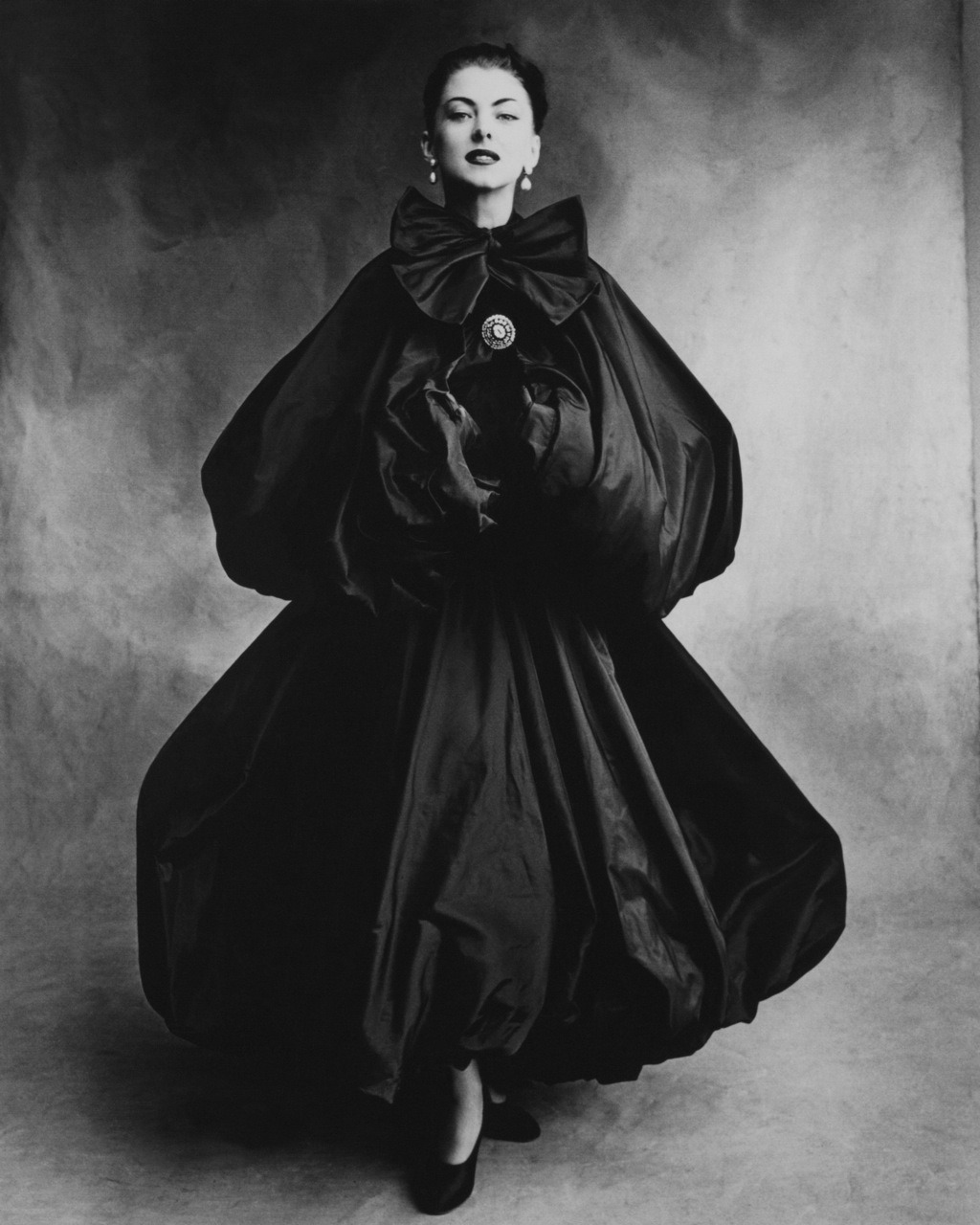 wehadfacesthen:  Model wearing Balenciaga, 1950, photo by Irving Penn