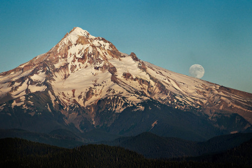 Mount Hood Moon Rise by Nathaniel Reinhart on Flickr.