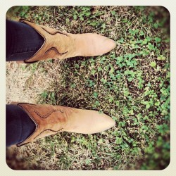 Dusty boots… #riding #cowboy #cowgirl #boots #grass #dust #dusty #horseback #riding #dirty #fun  (Taken with instagram)