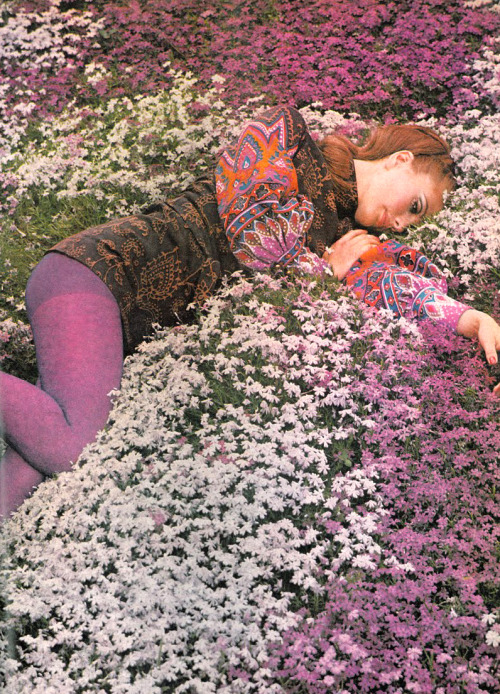 theswingingsixties:  Photo by Norman Parkinson for Vogue, 1968.  Love 60's colors.