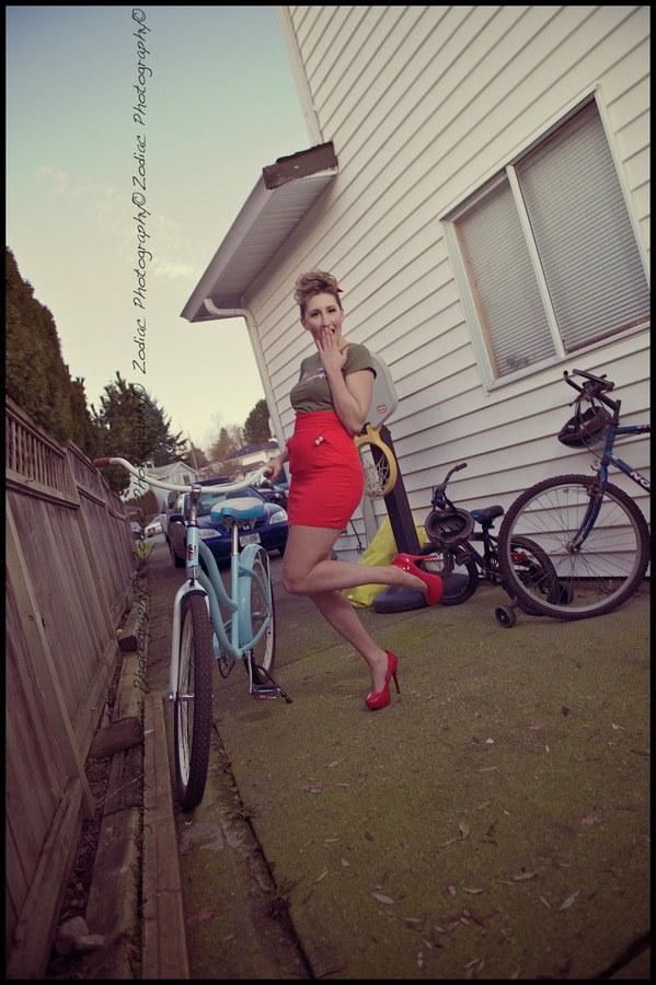 "red pumps (via 500px / Photo ""Pin up"" by Zodiac Photography)"