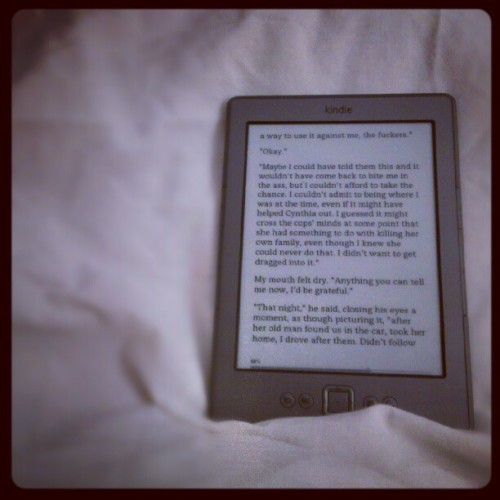 sceneyme:  #bedtime #reading (Taken with instagram)