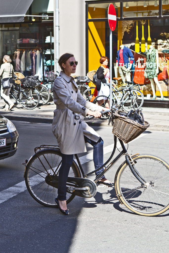 trench (by Vienna Cycle Chic)