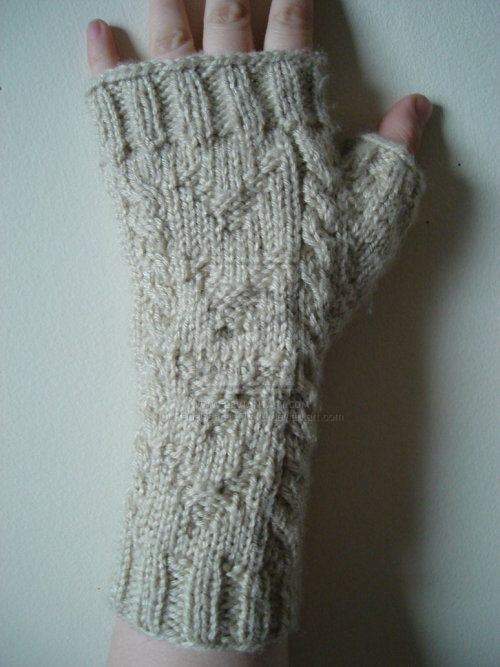 sherlockcraft:  Warm and wooly Watson mitts by demon-hunting-wench (soon to be available on her Etsy store)  These. Are. BRILLIANT! Why didn't I think of knitting these?!?