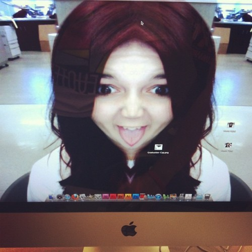Graphics prank #swag #graphics #mac #apple #photobooth #iphone4 #iphone #thug #mirror (Taken with instagram)