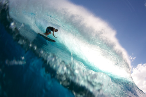 infinitesurf:  teahupoo. photo; nelly