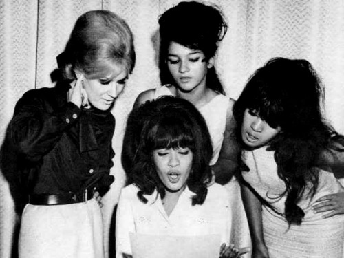 vigorton2:  Dusty Springfield and the Ronettes.