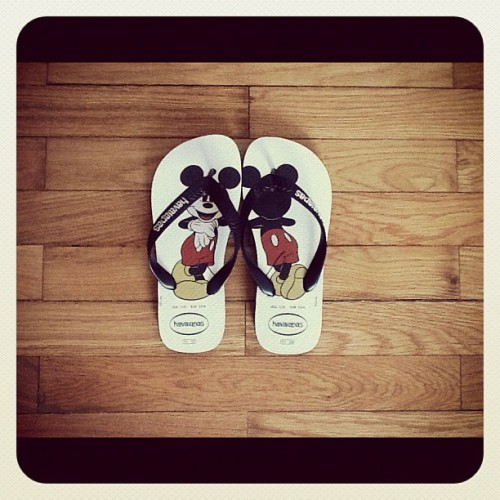 Today's Love: Children's Micky Mouse Havaianas #tumblr #children #summer #sandals #mickymouse (Taken with instagram)
