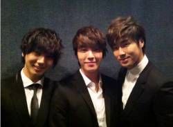 "Yesung Tweets Photo With Fellow '2001 SM Trainees'- Donghae and U-Know Yunho  SM Entertainment's 2001-joiners have taken a picture together.On May 31, Super Junior's Yesung tweeted, ""For the first time in a long while the 2001 SM trainees together."" Included was a picture of Yesung, Donghae and TVXQ (DBSK)'s U-Know Yunho suited up and taking a shot together. The three friends all joined SM as trainees in 2001.  Photo credit: Yesung's Twitter"