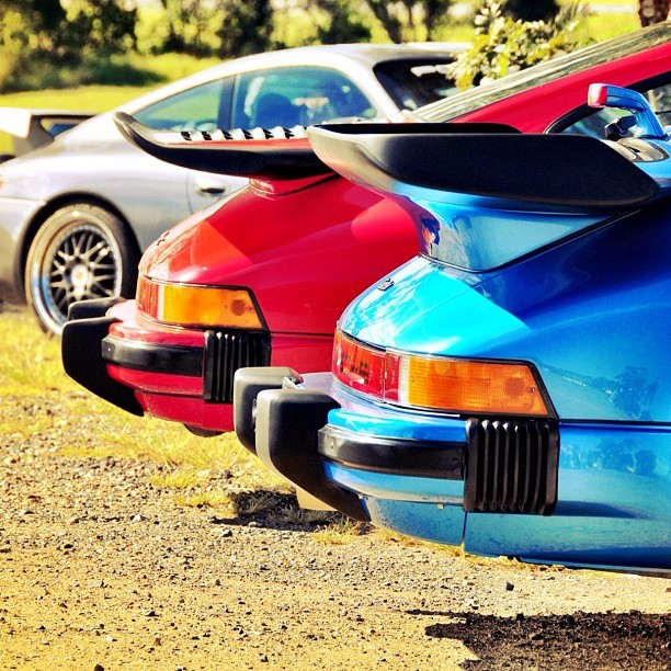 keepingthingsfresh:  #porsche #colours #red #blue @mg_92 #whaletale (Taken with instagram)