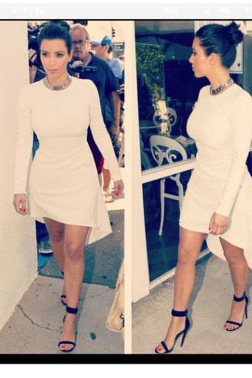 Kim Kardashian posted this picture of herself on instagram . I must say this lady might not have a very good reputation when it comes to discussing her relationships with men but when it comes to looking elegant, she knows how to work it really well. I also like the way she accessorised her outfit. Go Ms Kanye