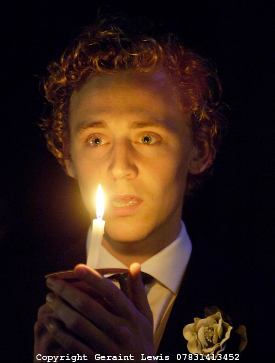twhiddlestonfanpage:  Hiddles - the changeling (theater play)