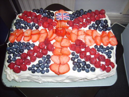 mwam:  youknowyourebritishwhen:  This is the cake I baked for the Diamond Jubilee celebrations at work.     Oh my gosh!  That looks SOOO yum!