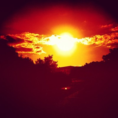 Red Star #sun #sunset #red #summer #contrasty #deluxefx #warm #hot #dark (Taken with instagram)