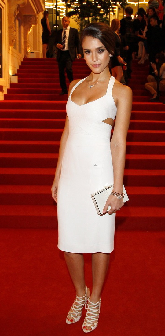 Jessica Alba looking beautiful in Narciso Rodriguez at Montblanc's international Gala in Beijing.  I think she has her style mojo back.