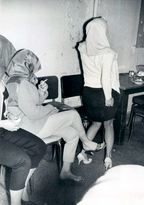 creepingirrelevance:  Chicago strippers arrested in a vice raid, 1961