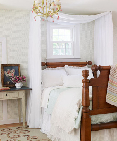 keldecor:  (via 10 Ways To Get the Canopy Look Without Buying a New Bed | Apartment Therapy)