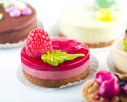 eatmebiteme:  Yummy Cheese Cake by MaugiArt on Flickr.