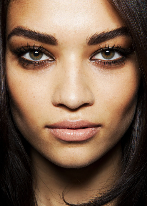 thirsst:  silber-fuchs:  I've found a new model love; Shanina Shaik. She is of Lithuanian, Australian, Saudi Arabian and Pakistani heritage. I guess that is where her beauty comes from, mixed girls are always so gorgeous.Not to mention that she has perfect, strong eyebrows. Oh, habibti.  i've always loved her, she's amazing!    simply stunning wow