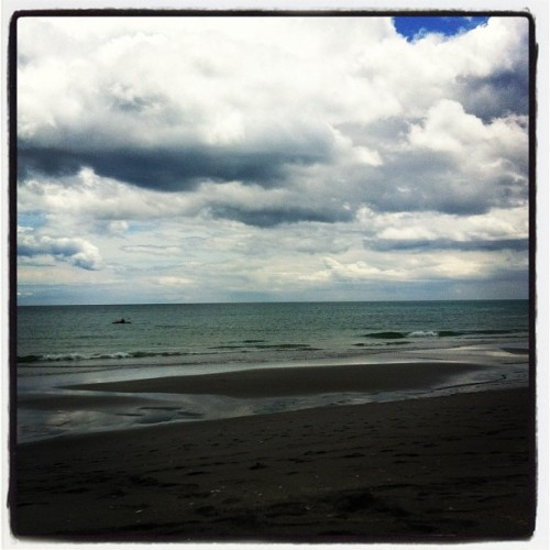 #emptybeach #junephotoaday ☁🎏🏊🍺🚤 (Taken with instagram)