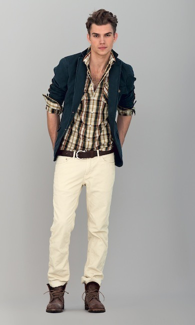First Look: Bastian Talks Gant by Michael Bastian Those menswear runway shows everyone likes to look at each season sure are pretty, but sometimes represent only a fraction of the goods that end up on store shelves. The rest is comprised of pre-collections that are meant to keep racks stocked with new product and fill in any design holes, so to speak, the flashier stuff doesn't cover. We're happy to report that Gant by Michael Bastian is joining this cycle, issuing the line's first pre-fall collection.
