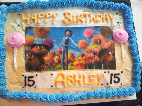 psyche-adair:  kawaii-ler:  MY MOM CAME IN WITH MY BIRTHDAY CAKE NAND SHE SURPRISED ME WITH THIS I DIDNT EVEND KNOW OH Y GOD MOM GOD BLES YOUR SOUL   Your mom is a good person.  you got a mom that knows what you like :D