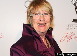"'Desperate Housewives' star Kathryn Joosten dies at 72 The Huffington Post:  Actress Kathryn Joosten, best known as ""Desperate Housewives'"" most meddlesome neighbor Karen McKluskey, died after a long battle with lung cancer. She was 72. Prior to her residence on Wisteria Lane, she played Mrs. Landingham, President Bartlet's (Martin Sheen) secretary on ""The West Wing"" for the series' first two seasons.   Photo credit: Getty Images"