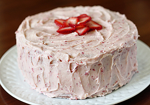 foodopia:  strawberry dream cake: recipe here