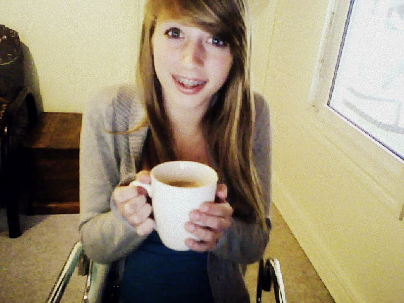 27cups-of-tea:  My sisssy makes me tea cause she's perfffffffffffff:*