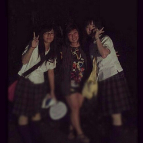 With Japanese high school girls ^^ 彼らは可愛かった ♥ #summer2011 #japan (Taken with instagram)