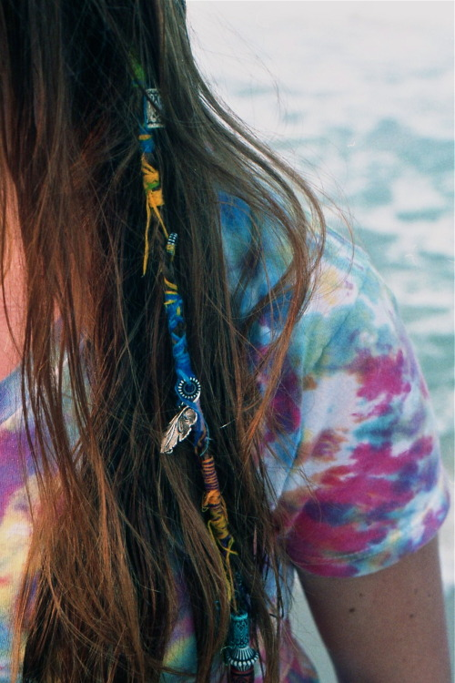 coastal-skies:  love the hair piece.
