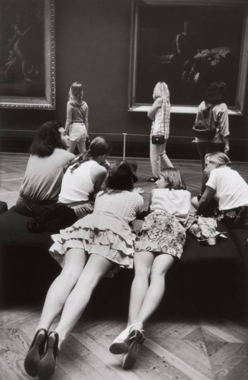 """At the Louvre"" photograph by Alécio de Andrade (1938 - 2003) from the series ""The Louvre and its visitors"" via poboh"