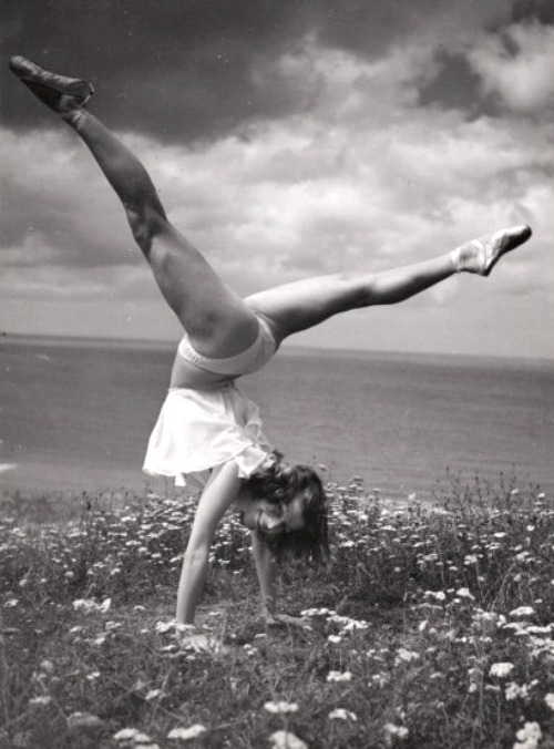 Good morning everyone… Serge de Sazo, Handstand, 1952Also