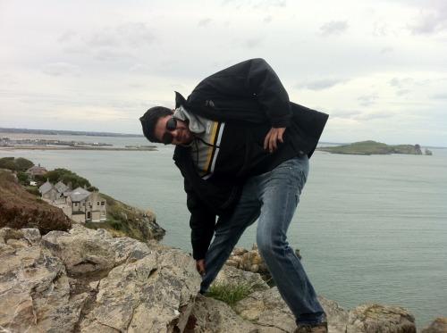 XUXA com o pé preso na rocha. Cesar Mendes - Howth - Irlanda