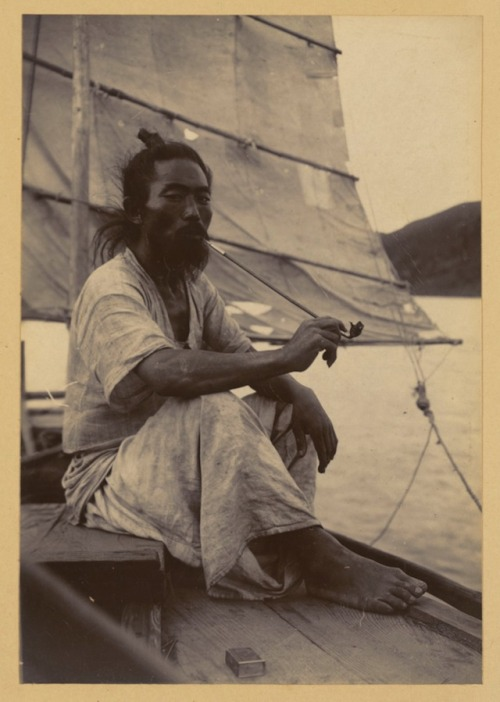 ringoringoringo:  Korean boatman, ca. 1904 (via MDash)