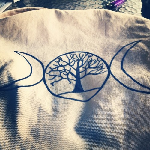 t4yl0rb4t35:  Triple moon, tree of life. #wicca #triplegoddess #pagan #loveyourmother (Taken with instagram)