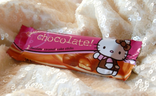 Hello Kitty Twix (chocolate caramel cake sticks)