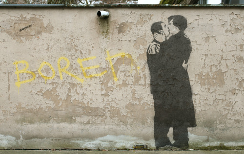 ishipjohnlock247:  br0-harry:  bored stencil  this is just perfection!!
