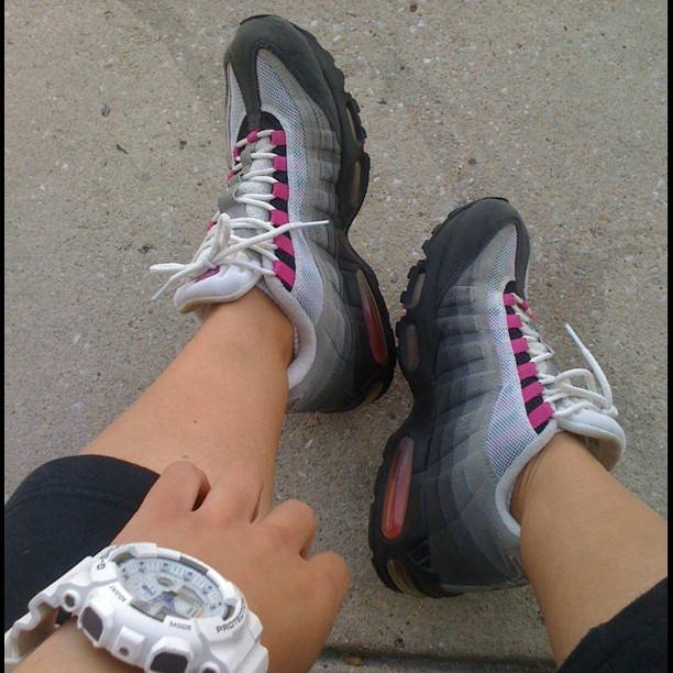 #WDYWT 00' Nike Air Max @nikewomen @nike #airmax #kicks #gshockwatch #streetfashion #urban #sneakerhead #instagood #shoegame (Taken with instagram)