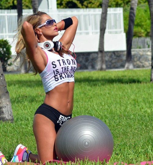 workhard-trainharder:  Strong is the new skinny, and it looks so good