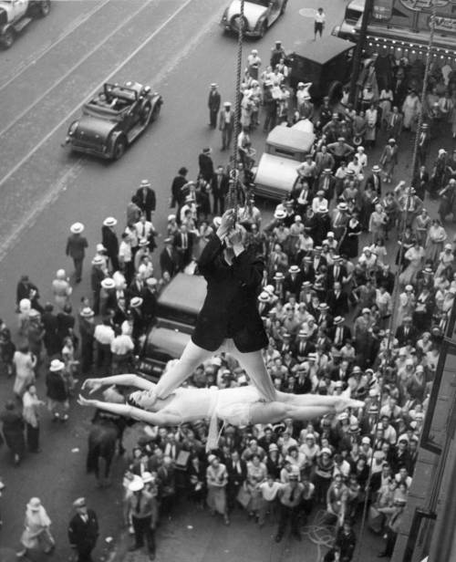 reptaculo:  Street acrobatics, New York City, 1931