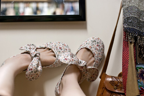 My photo blog. rinue:  My new shoes are highly ridiculous and require the wearer to prance. Although they must have been mass-produced, I will be disappointed if I meet another person who wears them. And aroused?