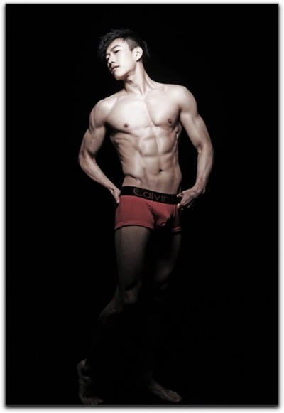 yumyumasianhunks:  Chinese Hunk in Red Hot Calvins! (via Beelog)