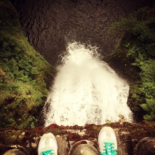 #fromwhereistand #multnomahfalls #oregon #waterfall #lookingdown #hike #walk #picfx  (Taken with Instagram at Multnomah Falls)