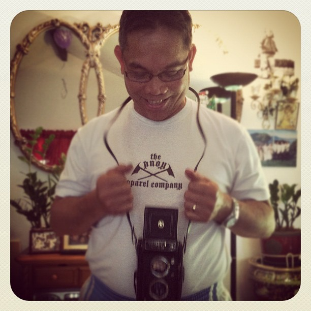 Pops' geekin out over this #mediumformat #Yashica haha. And rockin @pnoyapparel hehe. (Taken with instagram)