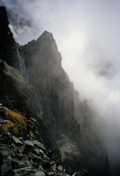 immortels:    |One Hundred Mountains|